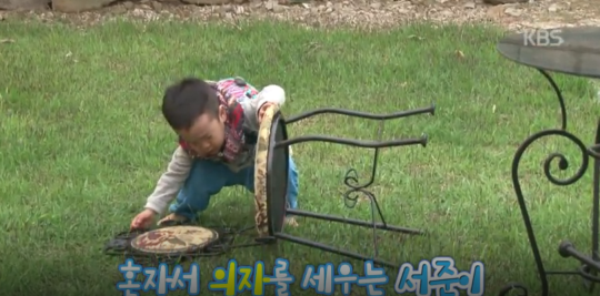 Lee Seo Jun Stays Behind to Clean Up the Mess He and His Brother Made on Superman Returns 5