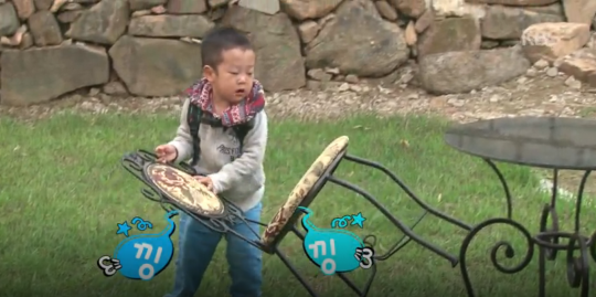Lee Seo Jun Stays Behind to Clean Up the Mess He and His Brother Made on Superman Returns 6