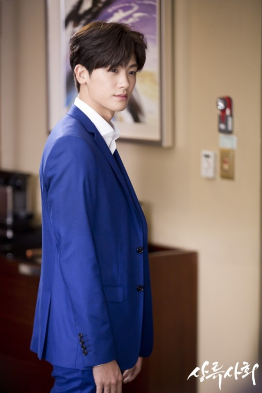 Park Hyung Sik High Society suit