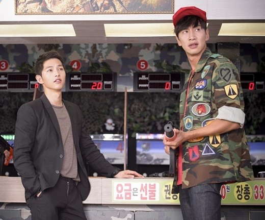 "Song Joong Ki Talks About Running Man and Lee Kwang Soo's ""Descendants of the Sun"" Cameo"