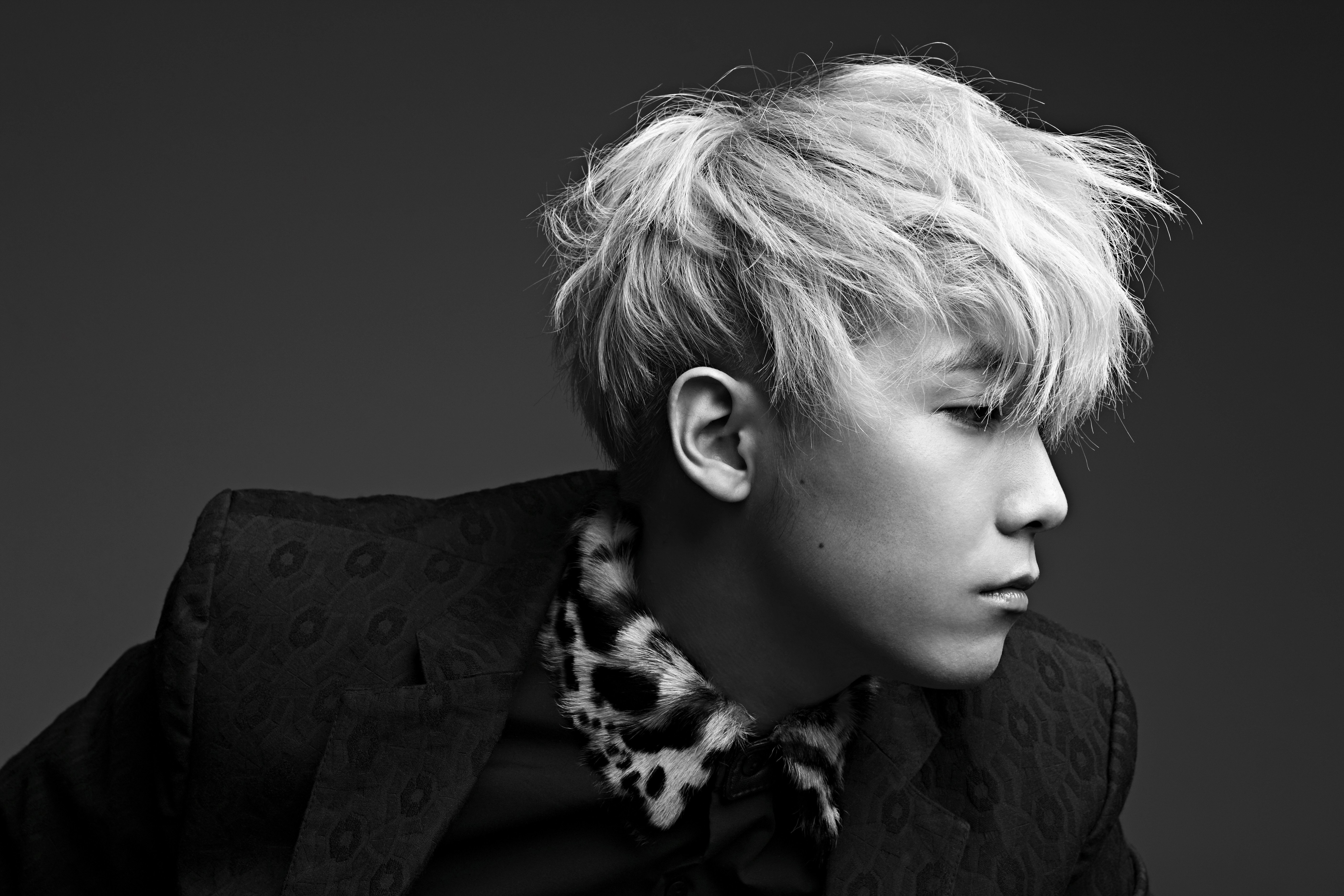 "FTISLAND's Lee Hong Ki Is The New Host Of ""Kiss The Radio"""