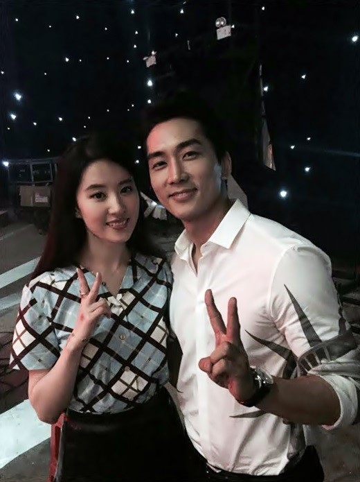 Song Seung Hun's Sweet Confession to Girlfriend Liu Yifei Is Straight Out of a Drama