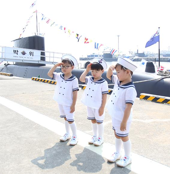 song triplets on Korean independence day from Song Il Gook's twitter