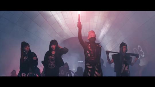 2NE1 - COME BACK HOME M_V b