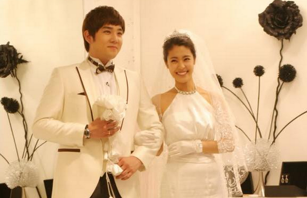 Romance blooms for Uee Lee Sang-yoon