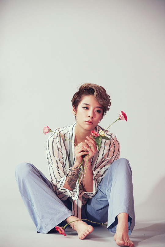 """f(x) Reveals Amber's Teaser Pictures for """"4 Walls ... F(x) Electric Shock Krystal"""