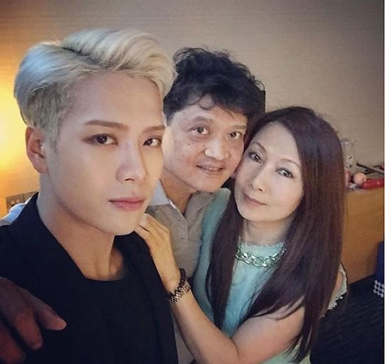 GOT7′s Jackson Reunites With His Parents During China Fan Meeting