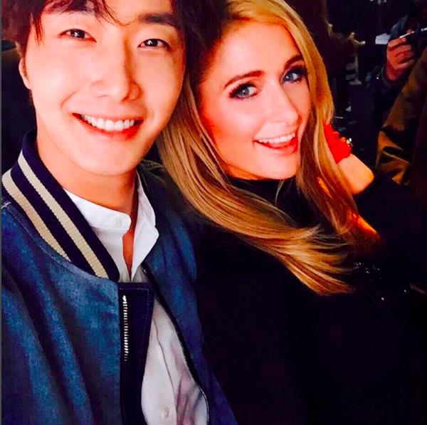 Jung Il Woo Snaps Photo With Paris Hilton | Soompi Parishilton