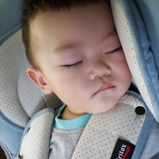 daebak sleeping