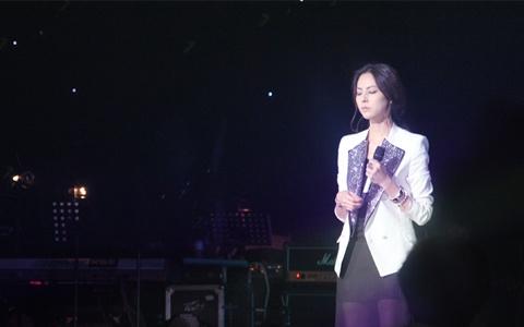 Park Ji Yoon performing at Ryu Hee Yeol's Sketchbook