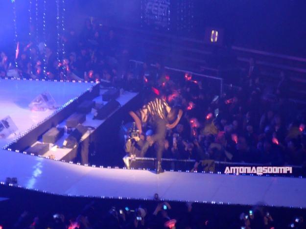 Lee Joon takes a big fall