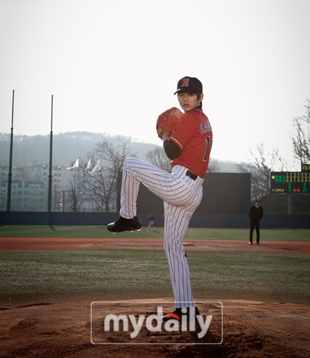 Yoo Seung Ho Transforms Into A Baseball Player