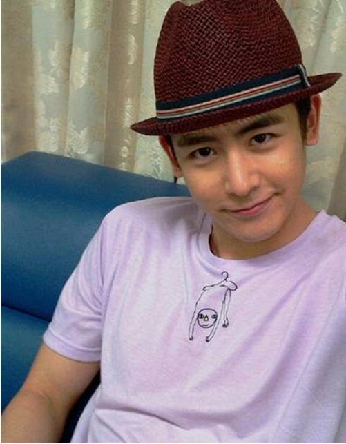 2PM's Nichkhun Updates Fans with New Selca | Soompi Nichkhun 2012