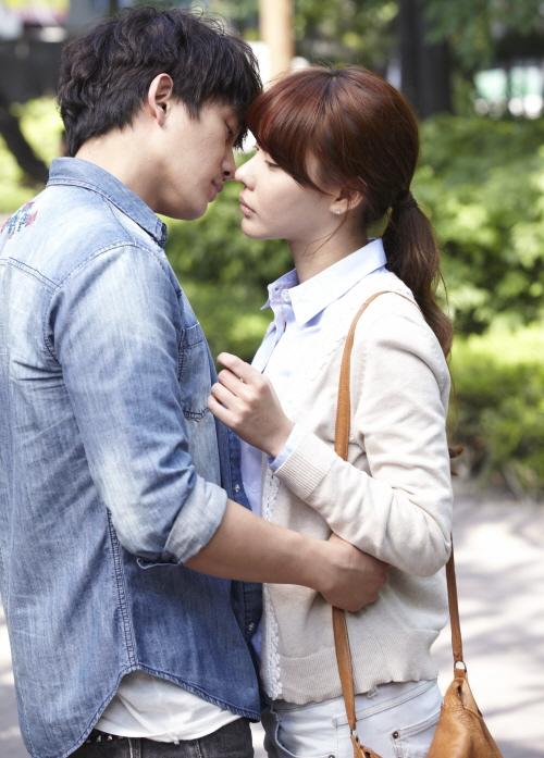 Ji Sung and Kim Ah Joong Share a Steamy Kiss Scene in Bed