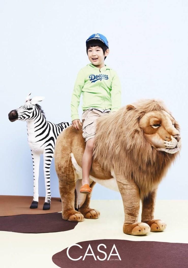 lee jong hyuk and junsu model for quotcasa livingquot soompi