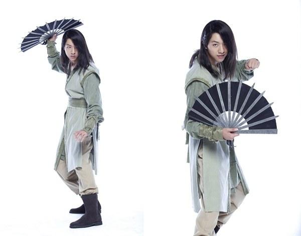 Lee Jung Shin sword and flower still