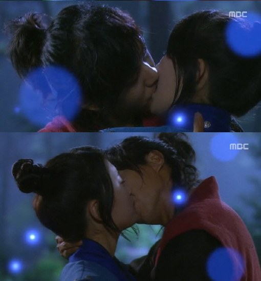 Suzy and Lee Seung Gi kiss