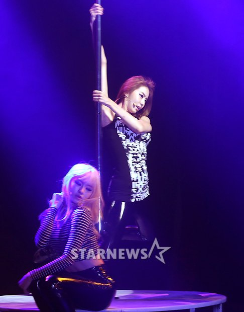 Uee pole dance 2