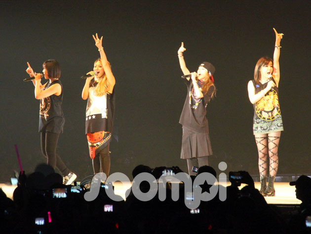 "[Soompi Spotlight] 2NE1 and Girls' Generation Steal the Limelight at ""Asian Style Collection 2013"""