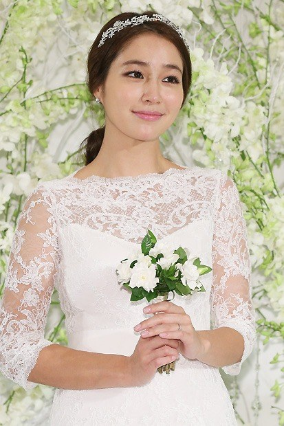 LMJ LBH wedding_lee min jung wedding dress press conference