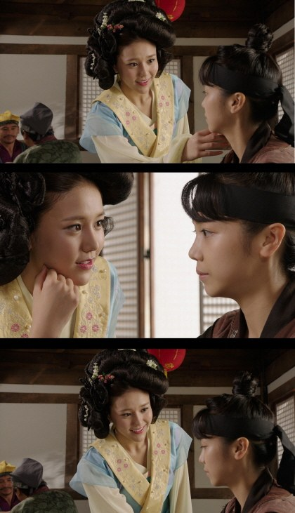 aoa hye jung sword and flower
