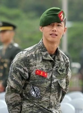 Oh Jong Hyuk captured in his Marine uniform