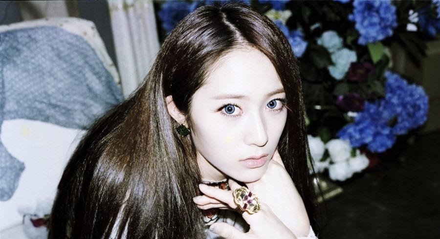 f(x) Krystal's Abs Are Rock Solid Just Like Venus de Milo ... F(x) Krystal Abs