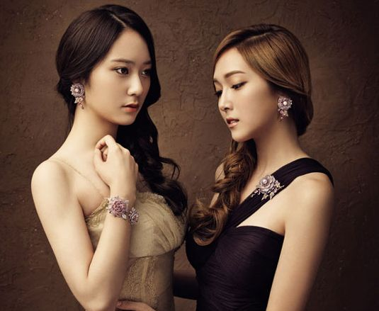 "Jessica and Krystal Pose in a ""Black Swan""-Inspired Photo Shoot for Stonehenge"