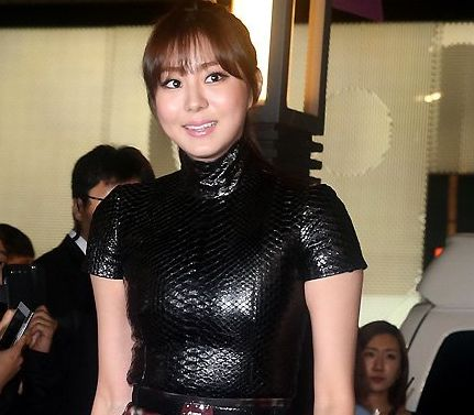 "After School's Uee Makes an Appearance at ""Vogue Fashion ..."
