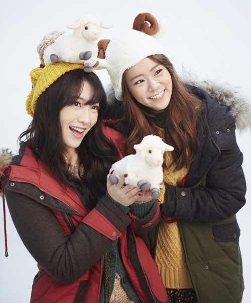 Kang Ji Young and Han Seung Yeon during winter pictorial