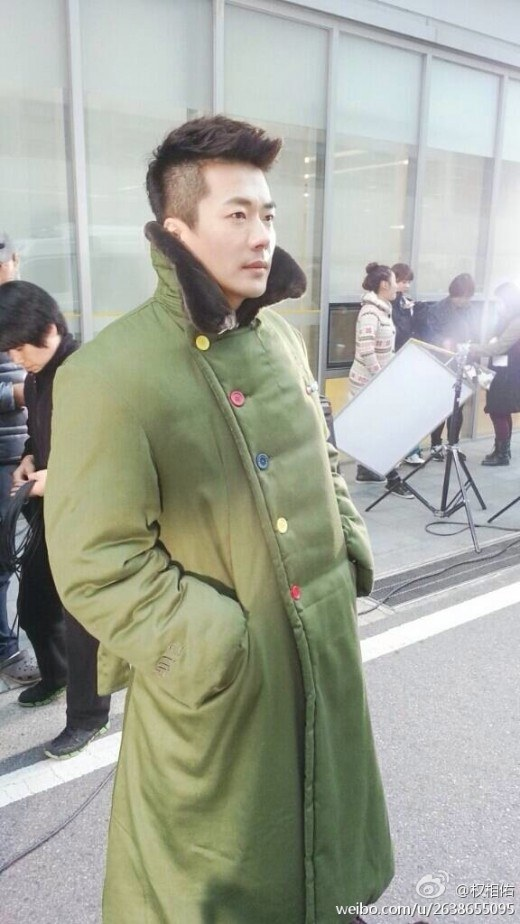 Kwon Sang Woo wearing coat given by Jackie Chan