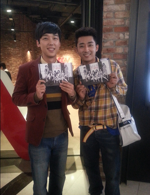 Son Ho Joon and Yong Jong Hoon (Answer Me 1994) at T-ara fan signing event