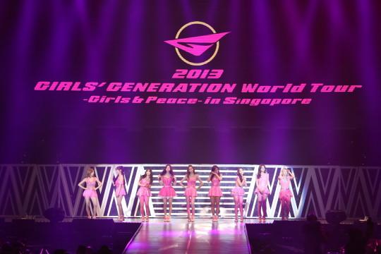 L-R Sunny, Tiffany, Taeyeon, Seohyun, Yoona, Yuri, Jessica, Sooyoung, Sunny