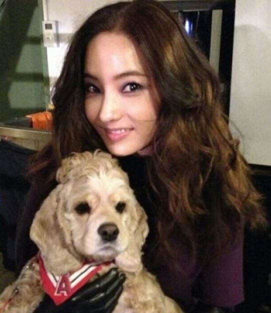 Han Chae Young with puppy