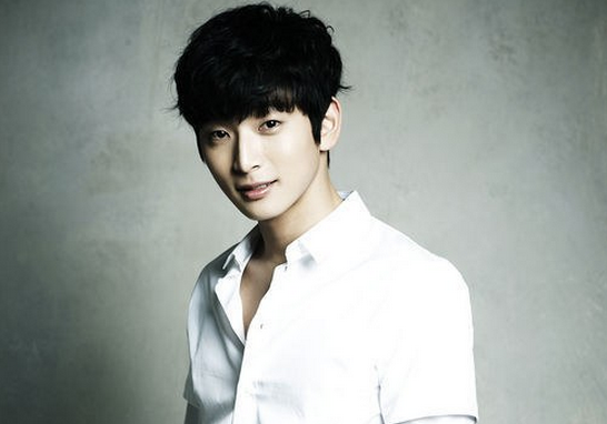 [Update] 2AM's Jinwoon Injured in a Car Accident and Due ...