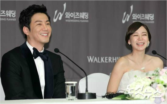 Choi Won Young and Shim Lee Young at wedding press conference