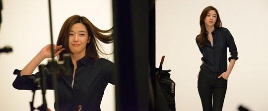 Jeon Ji Hyun shooting for UNIQLO