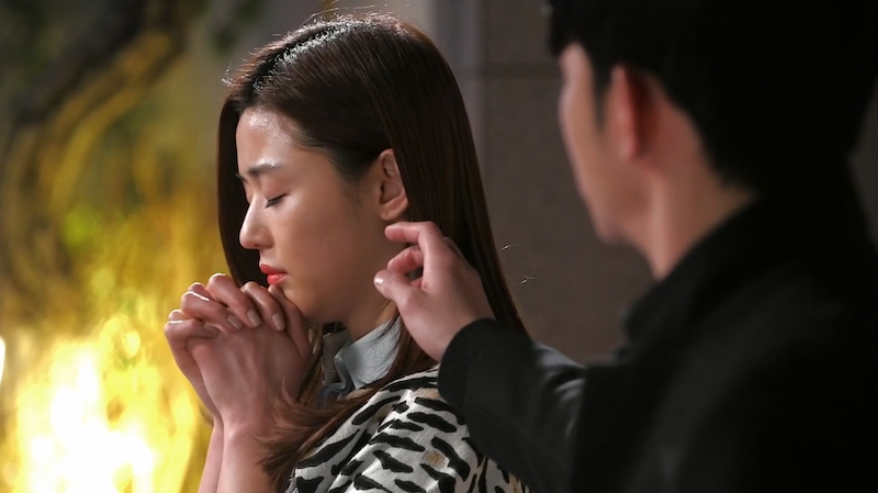 Song Yi Pray