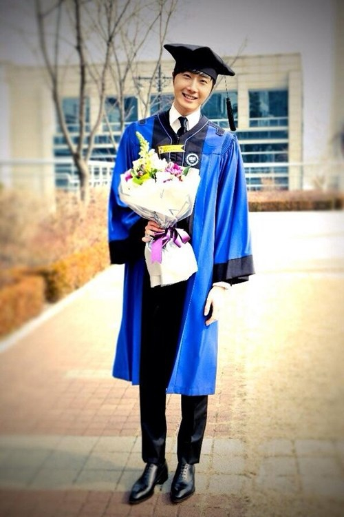 jung il woo graduation