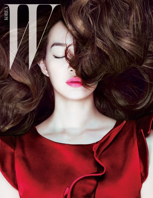 Shin Min Ah Updates Fans With Latest Pictures Looking
