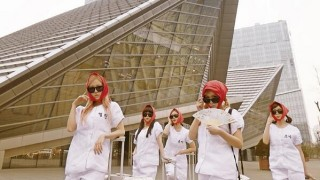 "Crayon Pop ""Uh-ee"""