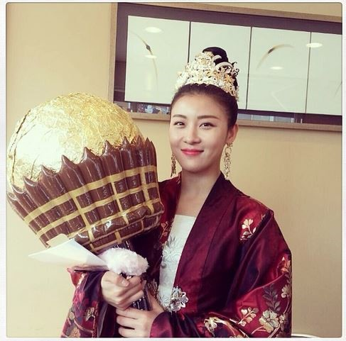 Ha Ji Won Receives Giant White Day Candy Befitting an ...