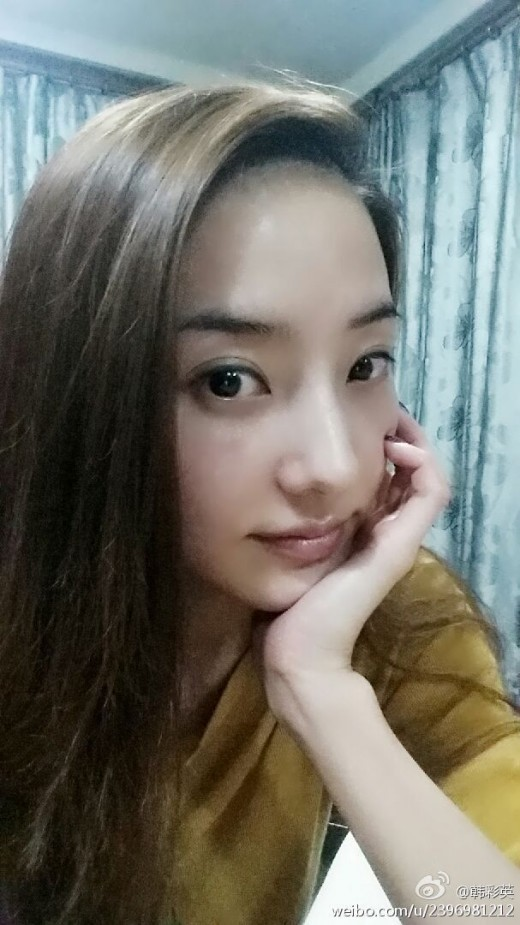 Han Chae Young Looks Effortlessly Stunning In Recent Selca
