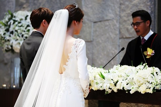 Actress Lee Tae Ran Is Gorgeous in Wedding Dress for Marriage ...