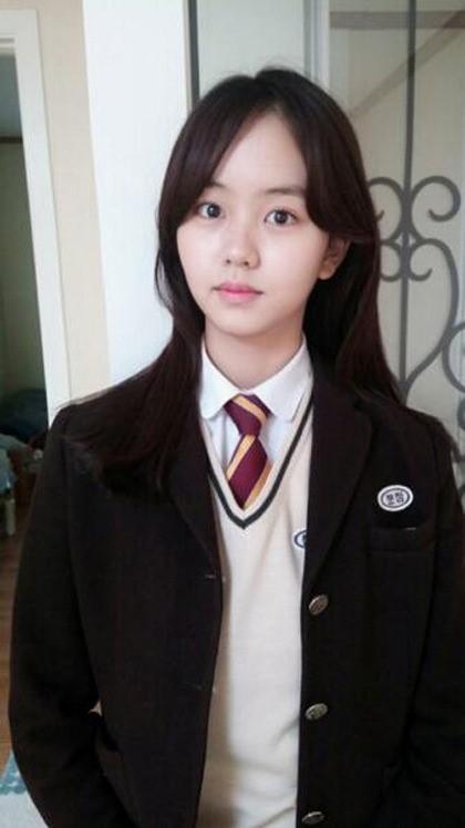 kim so hyun graduation
