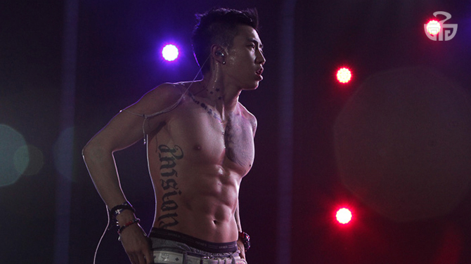 Jay Park shows off those trademark abs he's known for.