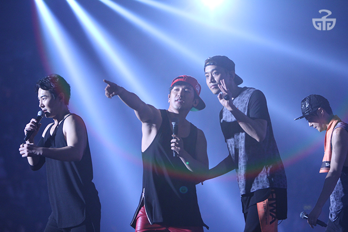 Shinhwa brings down the house during their 16th anniversary concert.