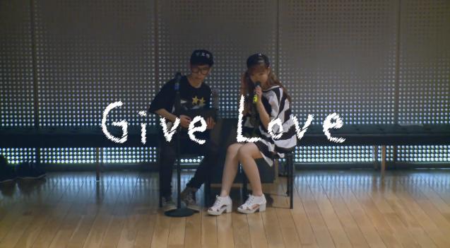 Akdong Musician - Give Love Dance
