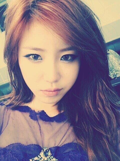 jeon hyosung takes a selfie to celebrate her solo comeback