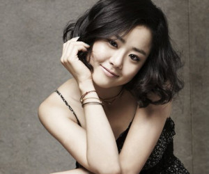 moon-geun-young-3__